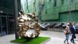 """Скульптура Юнуса Сафардиара """"Врата многогранности"""" в Деловом центре """"Москва-Сити"""""""