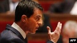 Премьер-министр Франции Мануэль Вальс обращается к депутатам парламента. Париж, 19 ноября 2015 года.