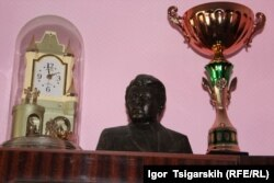 Бюст Михайла Торосова в будинку його сина