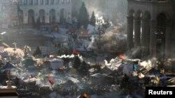 В центре Киева остаются десятки протестующих