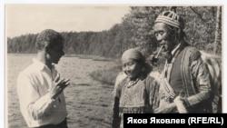 В.А. Величко с эвенками Кети. 1930-е годы. Из фондов Томского областного краеведческого музея