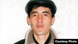 2011 жылы 12 қарашадағы Таразда болған террористік жарылыстан кейін «террористік топ мүшесі» ретінде 21 жылға сотталған Лесбек Дүйсенбиев. Сурет жеке мұрағаттан алынған.
