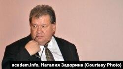 """Директор """"Комбината бытовых услуг"""" и бывший вице-мэр Новосибирска Александр Кожин"""