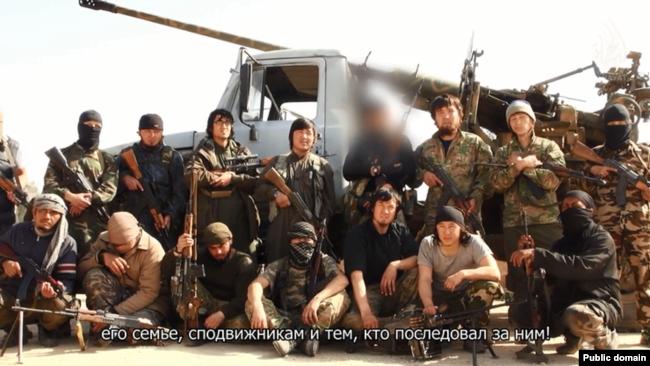 Казахи, назвавшие себя «джихадистами, воюющими в Сирии». Скриншот видео из соцсети «ВКонтакте».