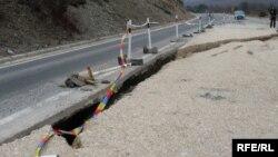 Оштетувања на магистралниот пат Битола-Ресен. 2010