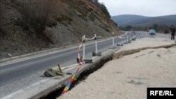 Оштетувања на магистралниот пат Битола-Ресен