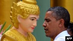 Барак Обама Мьянмаға 2012 жылы қарашада келген еді.