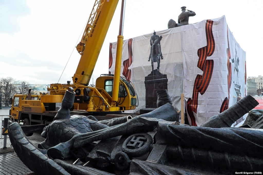 The base of the statue depicted Nazi flags, which Zhukov's horse was walking over.