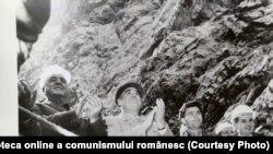 """Comunism și electricitate. Vizita lui Gheorghiu Dej la hidrocentrala """"16 Februarie"""" de pe Argeş – octombrie 1963. (oct.1963) Fototeca online a comunismului românesc; cota: 21/1963"""