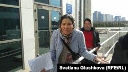 Үйлері бұзылған наразы саяжай тұрғындары. Астана, 14 сәуір 2014 жыл