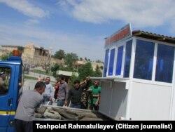 Samarqandagi do'konchalar olib ketilganini bloger Toshpo'lat Rahmatullaev suratga olgan