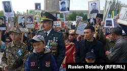 Шествие «Бессмертный полк» в Казахстане. 9 мая 2016 года. Иллюстративное фото.