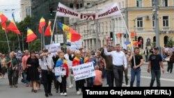 Proteste împotriva anulării alegerilor de la Chişinău