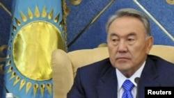 Президент Казахстана Нурсултан Назарбаев принимает участие в очередной сессии парламента. Астана, 1 сентября 2011 года.
