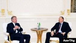 1 dekabr 2009, Şahzadə Andrew Bakıda prezident İlham Əliyevlə görüşür