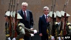 Армения - Официальная церемония встречи президента Чехии Милоша Земана в Ереване, 8 июня 2016 г․