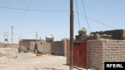 Iraq -- Housing, excesses of the property of the state by some citizens in the province of Maysan, 2009