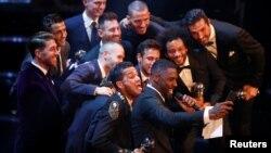 Ідріс Ельба робить cелфі з футболістами мадридського «Реала» і «Барселони» (фото архівне)