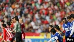 پرسپوليس در ادامه بازی بارها توسط کعبی، رضايی، معدنچی و آشوبی در موقعيت گلزنی قرار گرفت