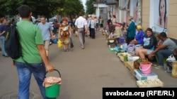 Вулічны гандаль у Чарнігаве