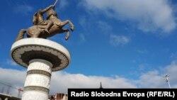 Пам'ятник у центрі столиці Македонії Скоп'є