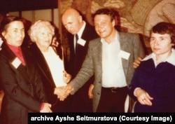 Слева направо: Айше Сеитмуратова, Зинаида и Петр Григоренко, Владимир Буковский, Надия Свитлычна (архивное фото)