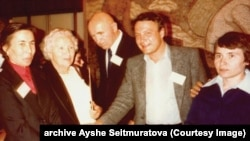 Зліва направо: Айше Сеїтмуратова, Зінаїда й Петро Григоренки, Володимир Буковський, Надія Світлична (архівне фото)