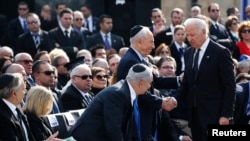 جو بایدن، معاون رییس جمهوری آمریکا، از جمله حاضران در مراسم خاکسپاری آریل شارون بود.