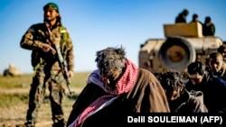 «Ислам мамлекети» террордук уюмунун колго түшкөн согушкерлери.