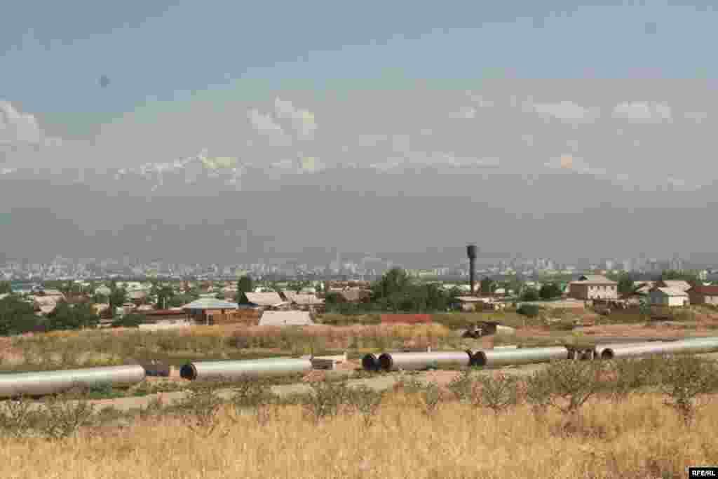 Строящиеся коммуникации в микрорайоне Саялы. 11 июля 2009 года.