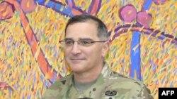 Генерал Кертіс Скапарротті, архівне фото