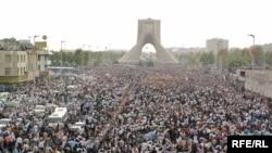 Yüz minlərlə Musəvi tərəfdarlarının Tehranda aksiyası