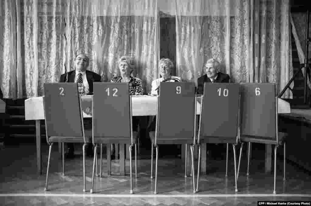 """Пенсионеры на танцевальной вечеринке. Первый приз в категории """"Искусство и развлечения"""", автор - Михаэль Ханке"""