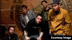 Formația Bloodhound Gang pe pagina sa Facebook