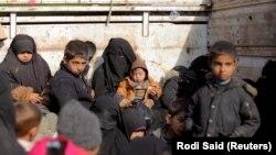 Багуздан качып чыккан аялдар жана балдар. 11-февраль, 2019-жыл. Сирия.