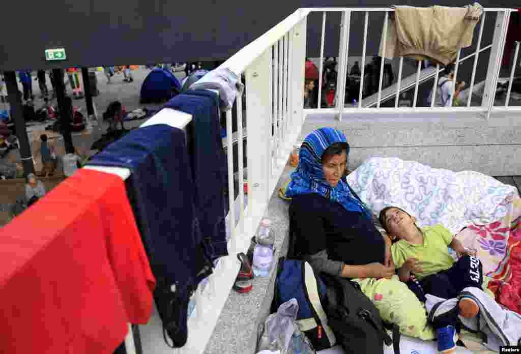1 сентября власти Будапешта закрыли ж/д вокзал Келети и эвакуировали всех нелегальных мигрантов