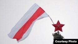 Бел-чырвона-белы сьцяг на галоўнай ёлцы ў Віцебску