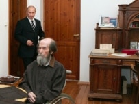 Putin (left) visiting Solzhenitsyn today at his home near Moscow (ITAR-TASS)