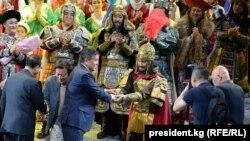 Президент Кыргызстана Сооронбай Жээнбеков посетил оперу «Манас» в Пекине. 07.6.2018.