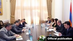 Armenia - Prime Minister Tigran Sarkisian (L) meets with members of an IMF mission in Yerevan, 1Jul2013.