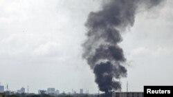 Столб дыма над одним из районов Абиджана