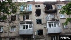 Знищений житловий будинок у Слов'янську, червень 2014 року