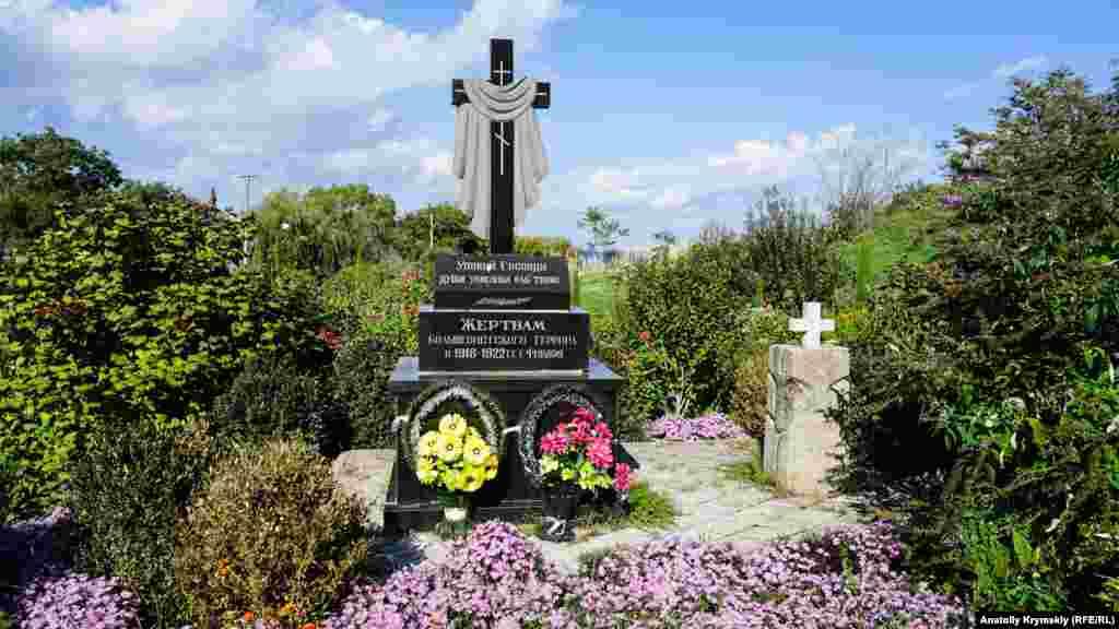 Памятник на месте расстрела царских офицеров в Старом городе во времена так называемого «красного» террора в 1918-1920 годах