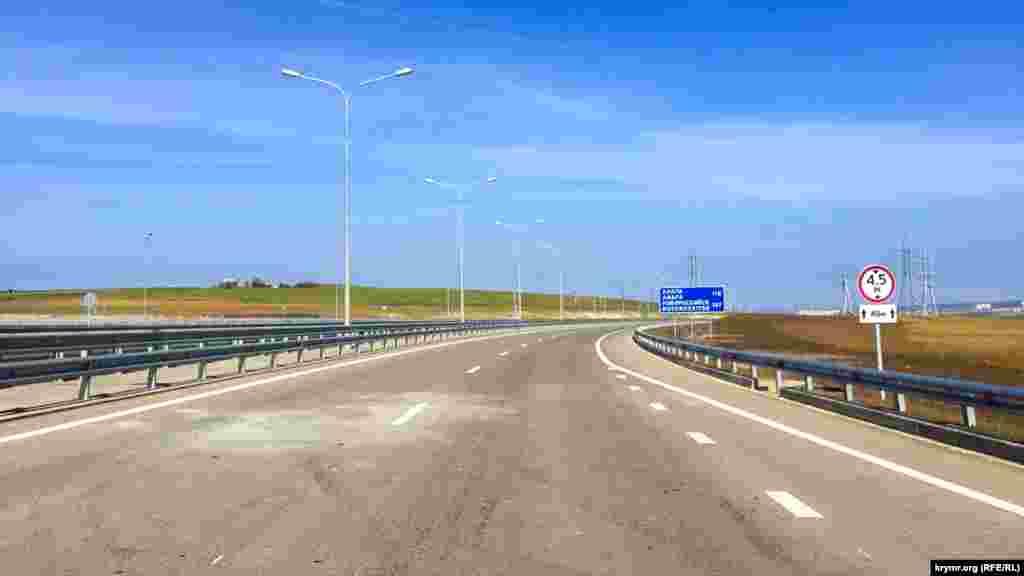 Президент України Петро Порошенко заявив, що будівництво Керченського мосту в Криму є черговим свідченням нехтування міжнародним правом із боку Кремля