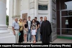 Нащадки Густава Шольца біля Троїцького собору, Суми, 2013 рік