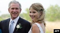 G.Bush və qızı Jenna.