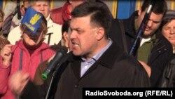 Олег Тягнибок біля ЦВК, 30 жовтня 2014 року