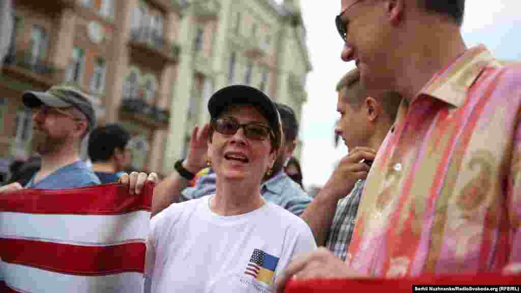 Шествие проходило под жестким международным контролем, в нем участвовали сотрудники посольств стран Запада.