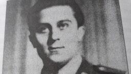 Mircea Carp, proaspăt sublocotenent al Armatei Române, la 21 de ani, fotografie din arhiva sa personală