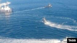 Маневры украинских и российских кораблей 25 ноября в районе Керченского пролива